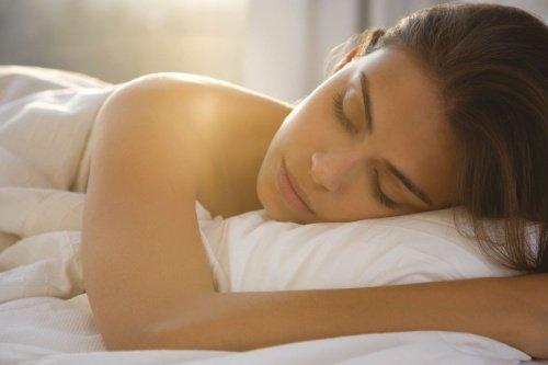 10 razões pelas quais todo mundo deveria dormir nu. - Virgulistas